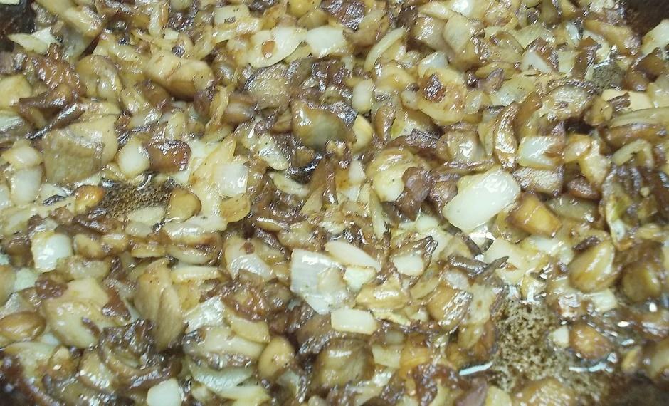 Рулет из свинины с грибами
