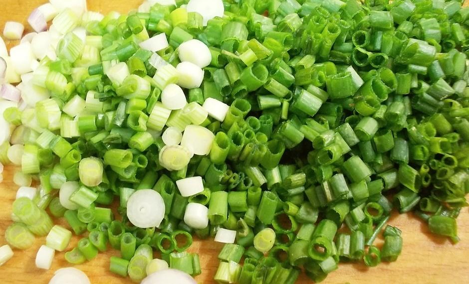 Свежий салат с жареными грибами