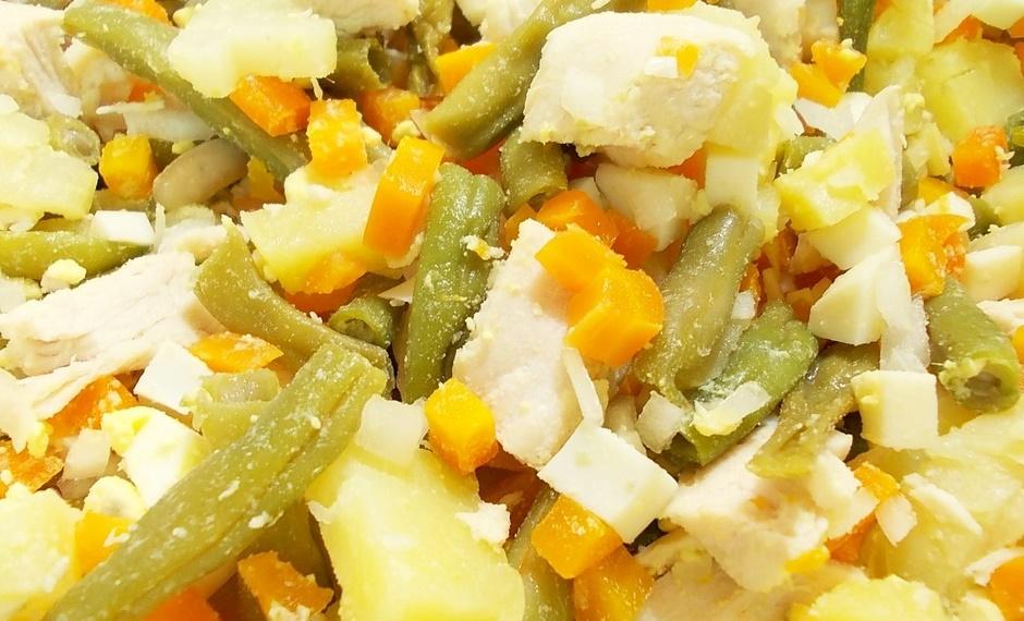 Салат из курицы со стручковой фасолью