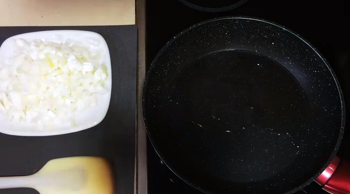 Фото сковорода, масло, лук